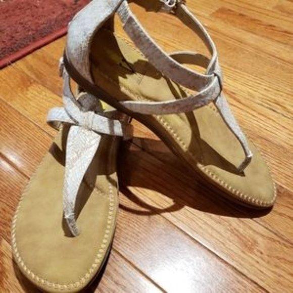 Volatile Thong Sandals euc size 9